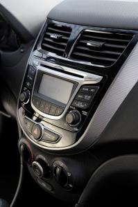 2012 Hyundai Accent Interior, savageonwheels, car reviews