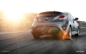 Veloster looks good from the rear too. Love the twin pipes!