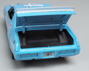 Not much to see in the trunk, but it does open cause these were stock cars back in the 1970s, not fiberglass shells.