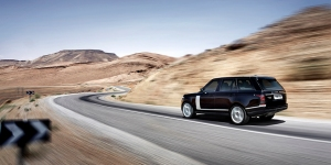 I like the shark gill bars on the Range Rover's side, especially when they are a contrasting color, as in the pictured Rover.