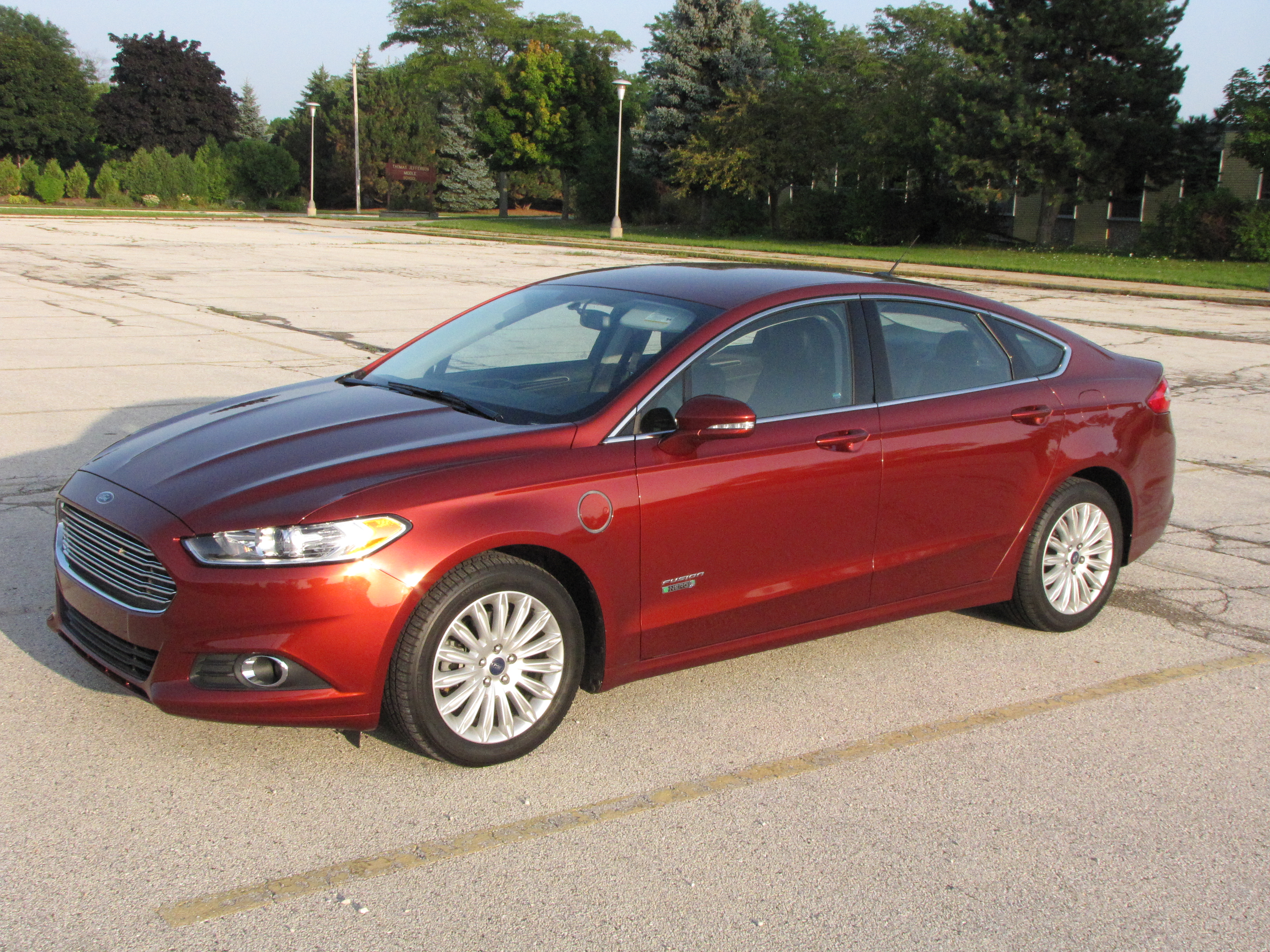 review 2014 ford fusion energi se plug in hybrid autos post. Black Bedroom Furniture Sets. Home Design Ideas