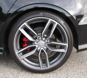 Fancy wheels and red Brembo brakes!