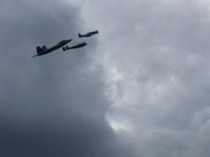 raptor-mustang-lightning, eaa, heritage flights, f-22 raptor, p-38 lightning, p-51 mustang,