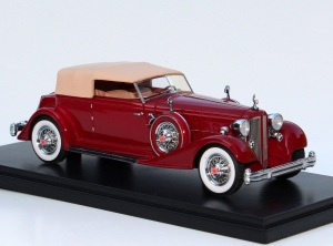 The standard red and tan '34 Packard is elegant and offers fine exterior detail.