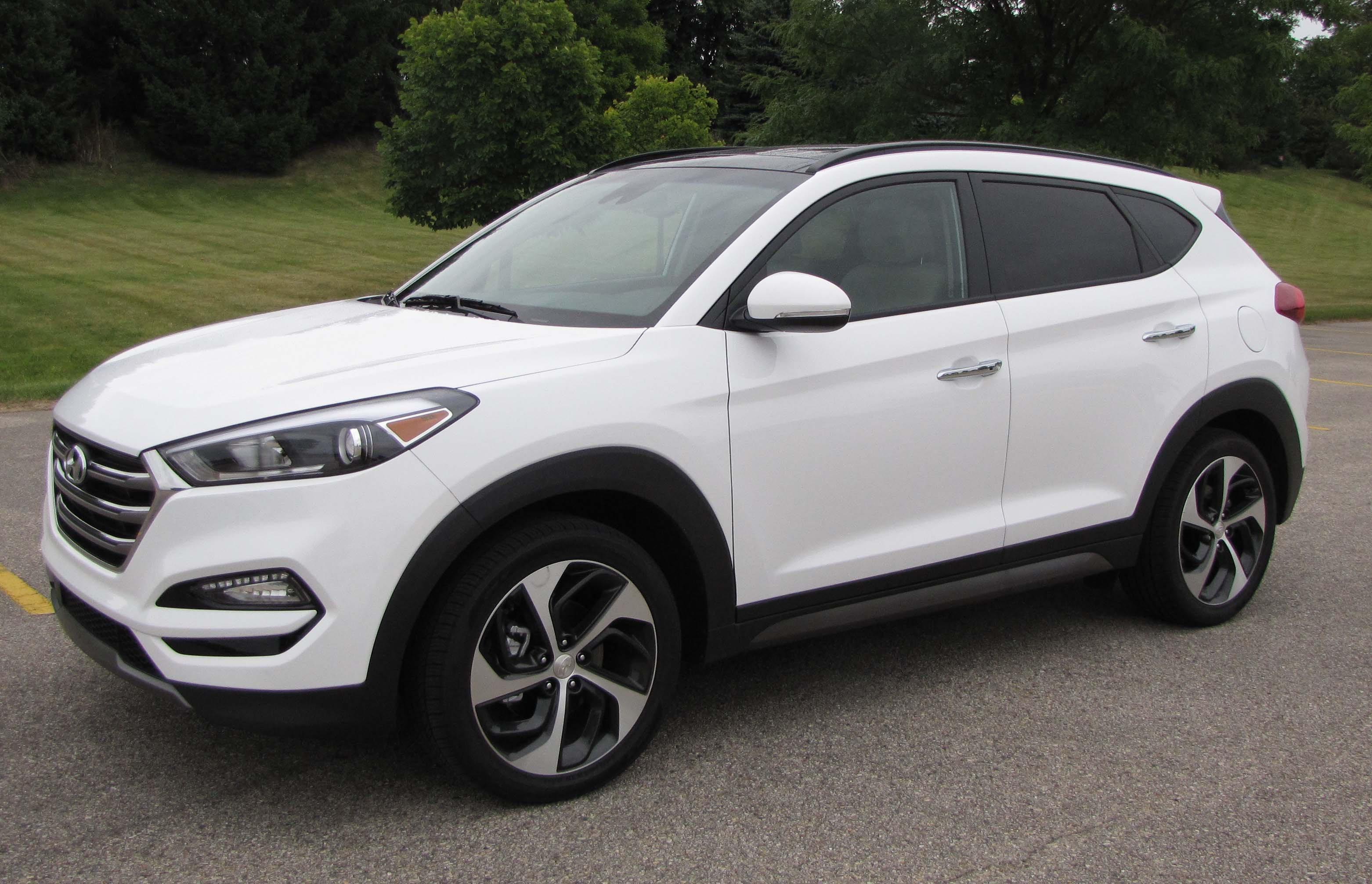 2015 hyundai tucson ltd awd savage on wheels. Black Bedroom Furniture Sets. Home Design Ideas