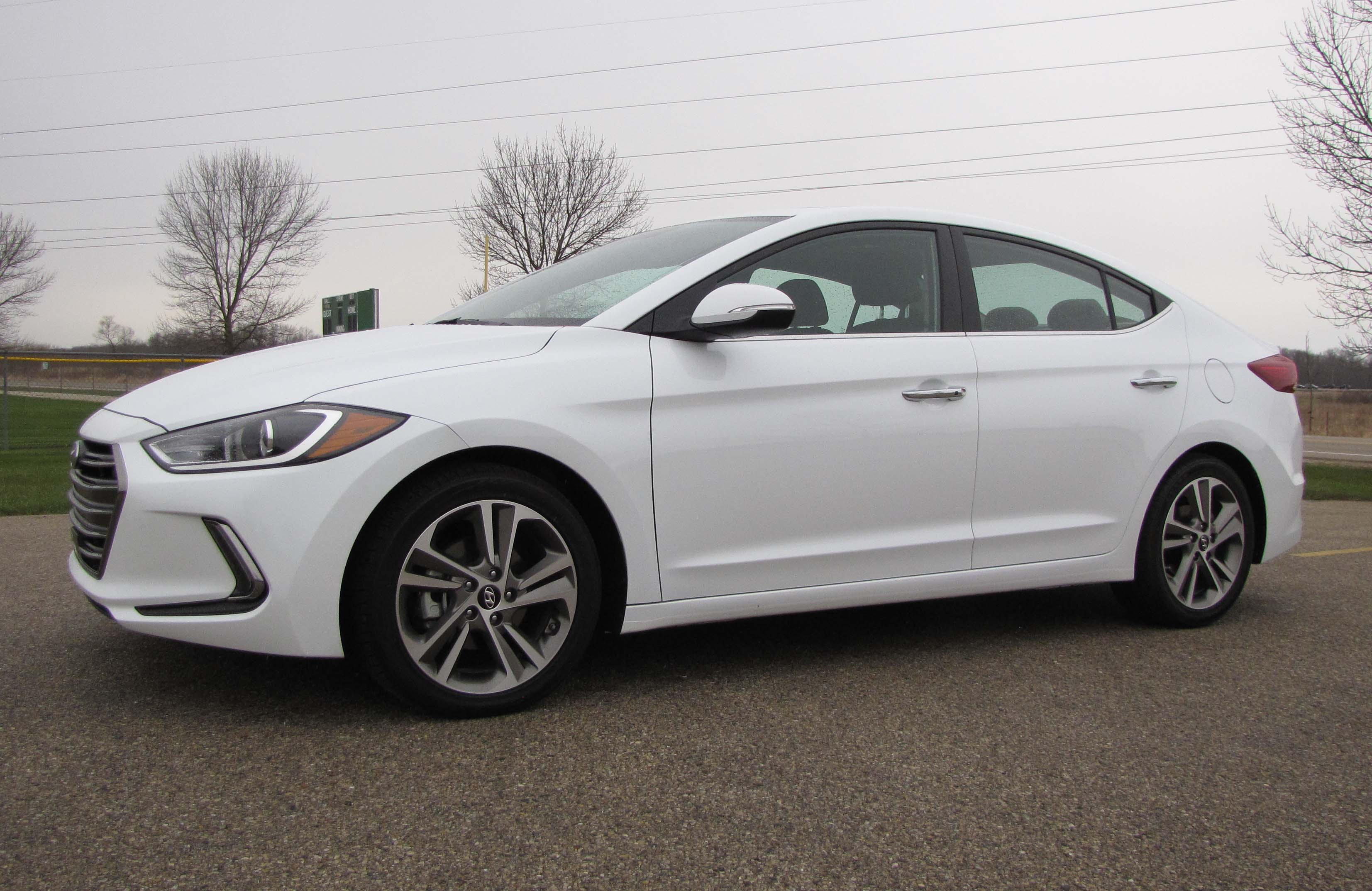 Hyundai Elantra Gas Mileage >> 2017 Hyundai Elantra Limited | Savage On Wheels