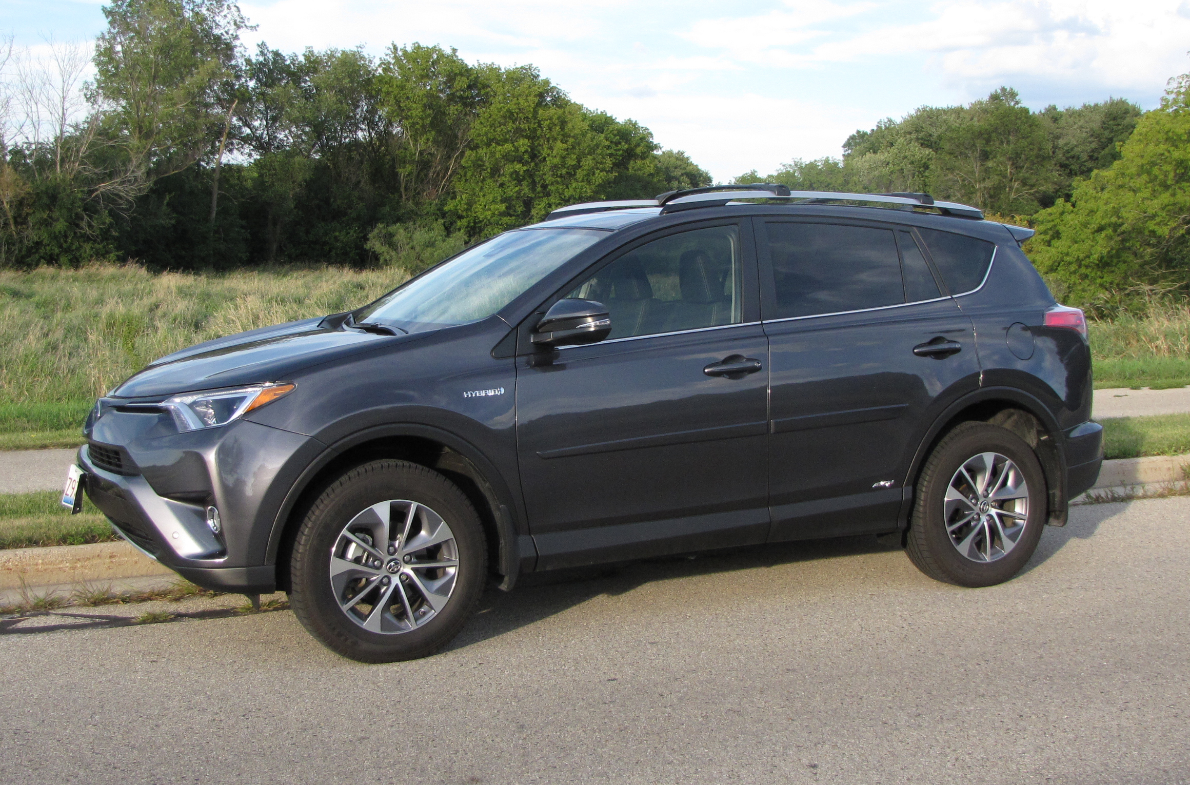 2016 toyota rav4 xle awd hybrid savage on wheels. Black Bedroom Furniture Sets. Home Design Ideas