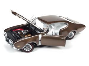 Auto World Oldsmobile Cutlass S